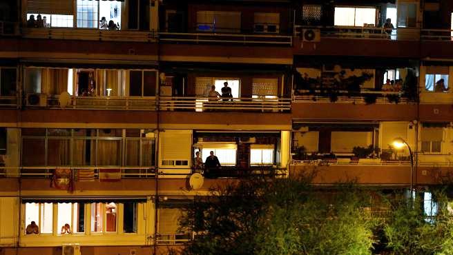 Aplausos a los sanitarios desde los balcones